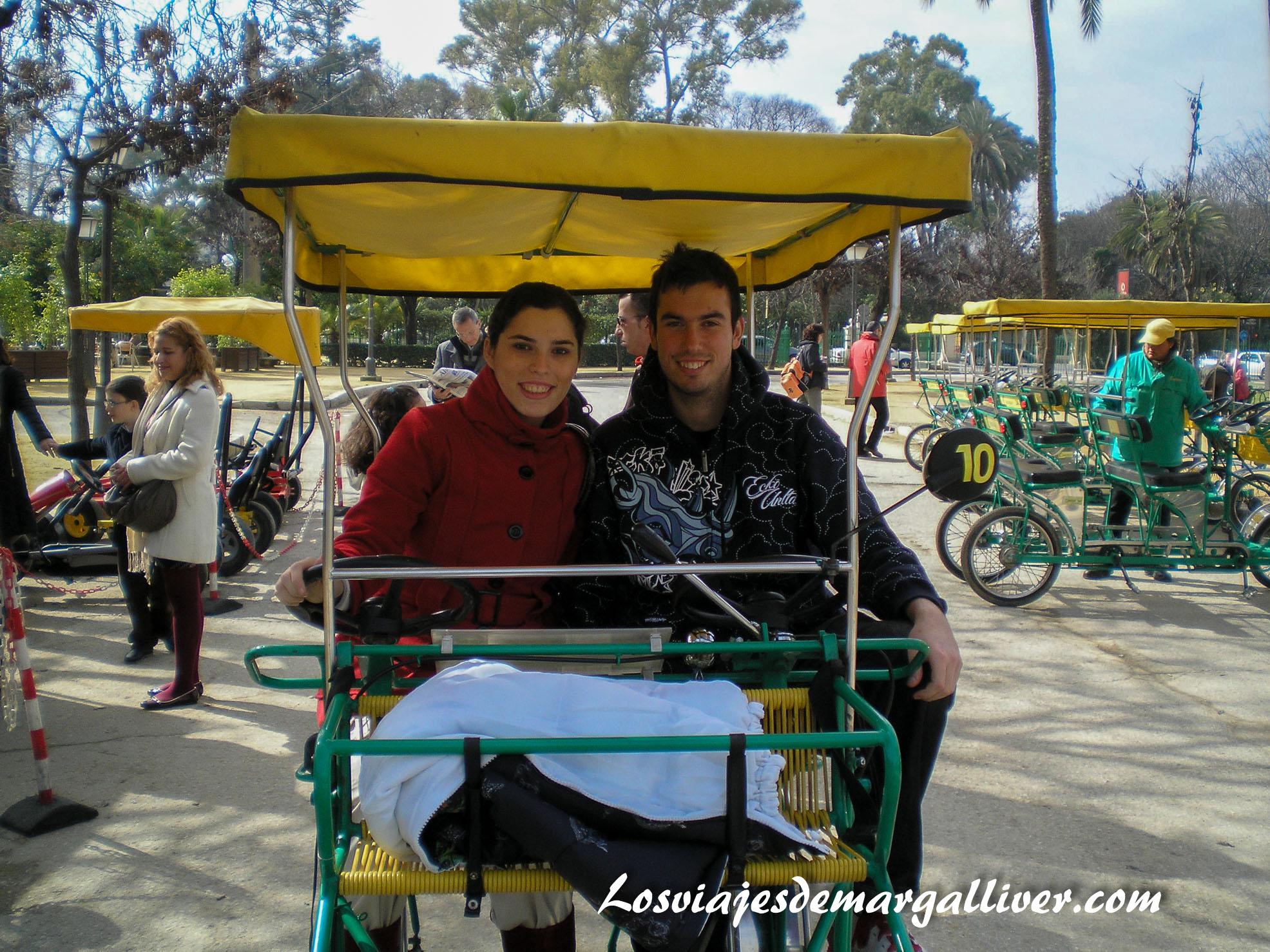 paseo en ciclobus por el parque maria luisa, San Valentín - Los viajes de Margalliver